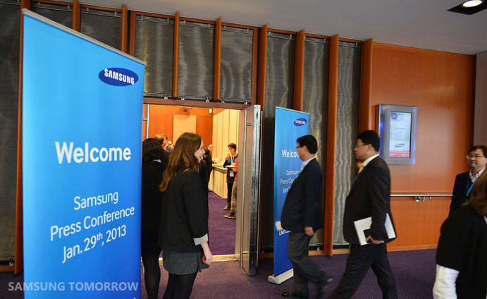 Samsung Commercial Displays >> Samsung Brings The Future Of Commercial Displays To Life At Ise 2013