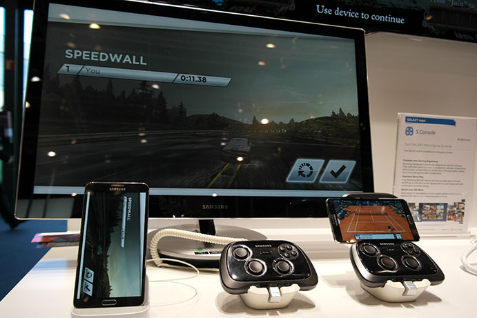 S Console and MultiScreen Game showcase