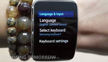 Gear S Keyboard Typing Demo-Side Image