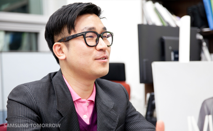 Hyun-Min Han (SADI Fashion Design, Class of 2011 / Creative Director of MÜNN)