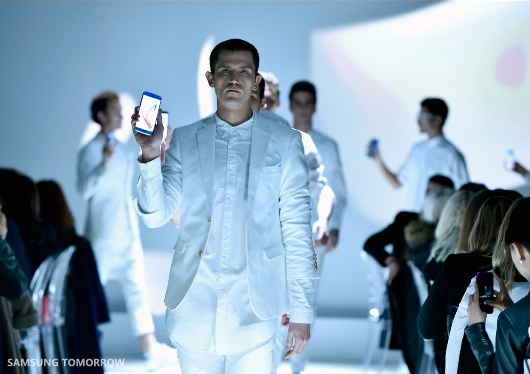 Straight from Barcelona to Paris, the Galaxy S6 and S6 edge Hit the Runway
