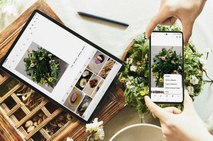 Smartphone Samsung Galaxy A em interação com um tablet do Ecossistema Galaxy