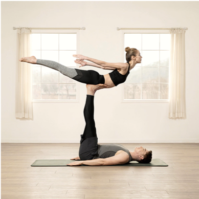 Aprende el paso a paso para realizar el ejercicio con tu pareja
