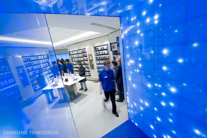 First Samsung Mobile Store Opens In Paris on furniture shop