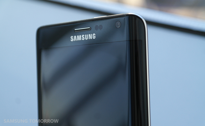 the metal frame of the Galaxy Note Edge pops out a bit