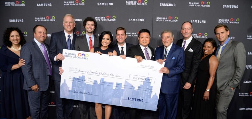 Samsung honors brad pitt s make it right foundation at for Make it right foundation