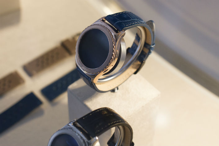 Samsung Gear S2 Greets the New Year with Bright New Collection