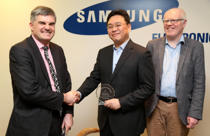 Neil Heslop (left), Steve Park, Managing Director of Samsung Electronics Research Institute UK (center) and Robin Spinks, Principal Manager of Digital Accessibility at RNIB (right).