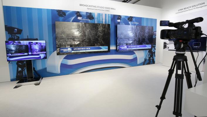 706_04 Broadcasting Studio Video Wall