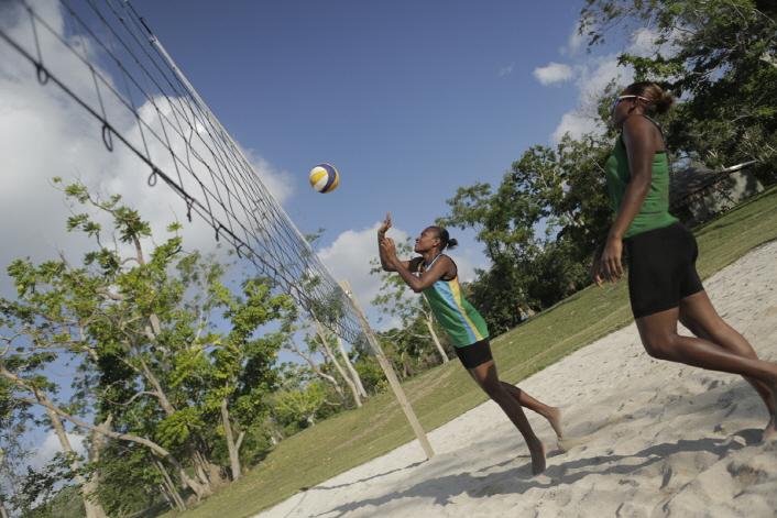 706_BeachVolleyball_Miller Pata & Linline Matauatu_Action