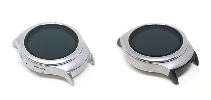 (Gear S2 Band Adapter is available in dark gray and silver)
