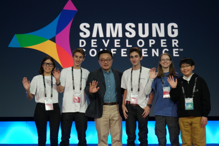 Student from the United States, Argentina, and Korea met with Dongjin Koh, the President of Mobile Communications Business at Samsung Electronics.