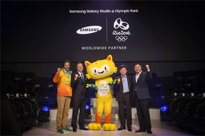 Samsung Electronics, Worldwide Olympic Partner in the Wireless Communications Equipment category, hosted the opening ceremony of the Samsung Galaxy Studio in Olympic Park ahead of the Rio 2016 Olympic Games in Rio de Janeiro, Brazil. (From left) Chief Commercial Officer of the Rio 2016 Committee, Renato Ciuchini; Managing Director of IOC Television & Marketing Services, Timo Lumme; Olympic mascot Vinicius; President of Samsung Electronics Latin America, Jeonghwan Kim; and Vice President of the Mobile Division of Samsung Brazil, Changhoon Yoon.