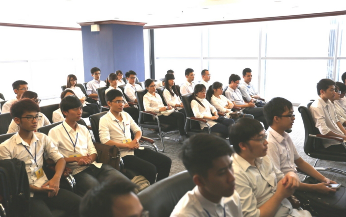 During SVMC Open Day, students learn about Samsung Electronics' history in Vietnam and engage in discussions about Samsung products and design philosophy. #1