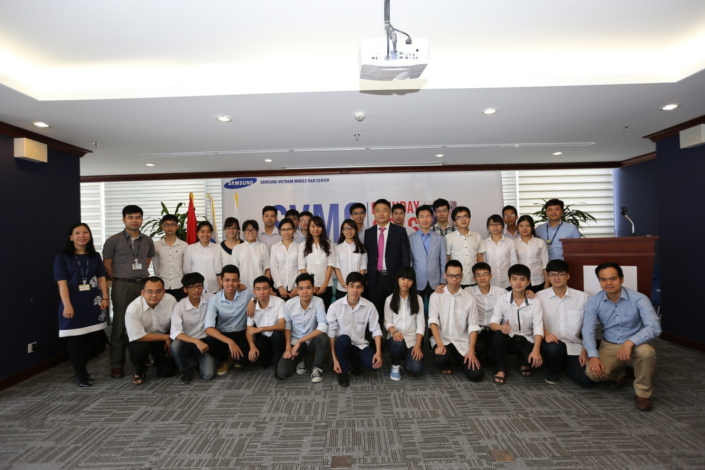 Mr. Huh Chang Wan (center), Vice President of SVMC Management, and students