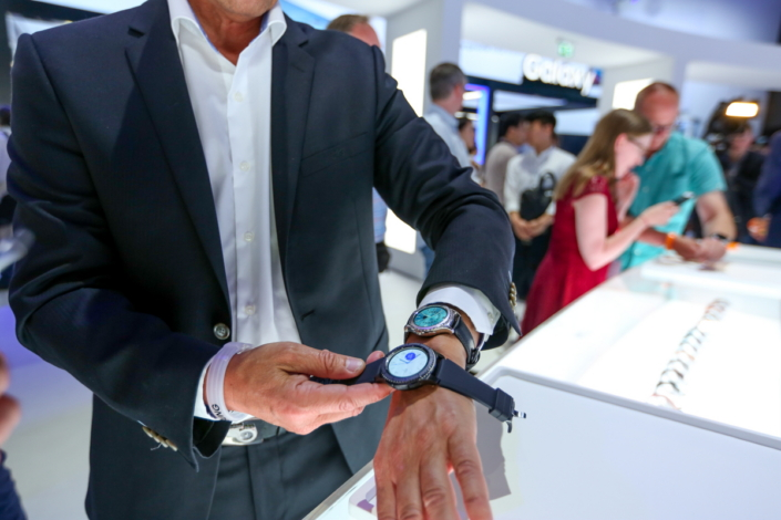 Event attendees get hands-on with the Gear S3 in the Experience Zone.