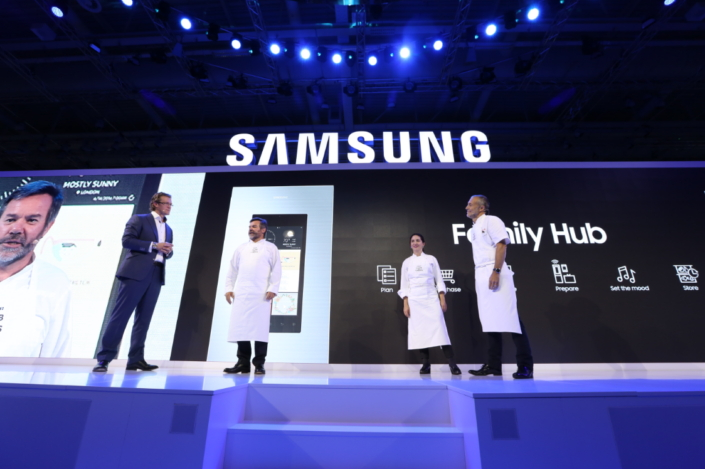 Michelin-starred members of Samsung's Club des Chefs, Michel Roux, Elena Arzak, and Michel Troisgros announce that the new Club des Chefs Family Hub app will allow consumers to cook their exquisite dishes from the comfort of their own home.