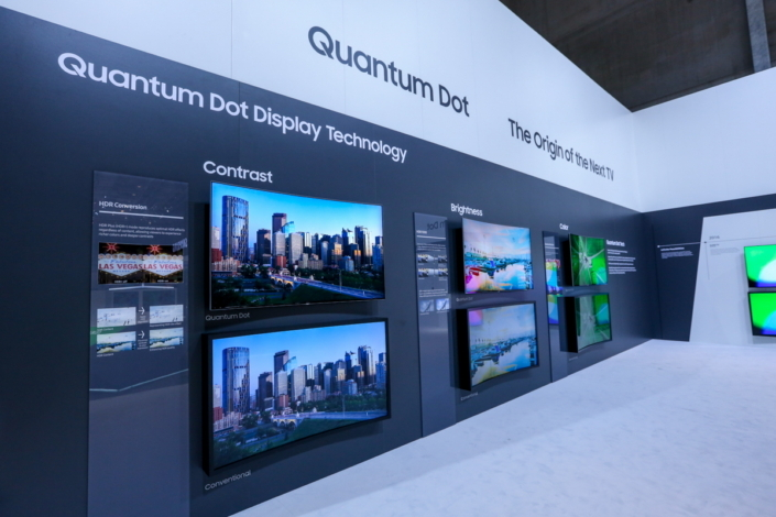 A guest compares the brightness of a conventional TV with one featuring Quantum Dot technology.