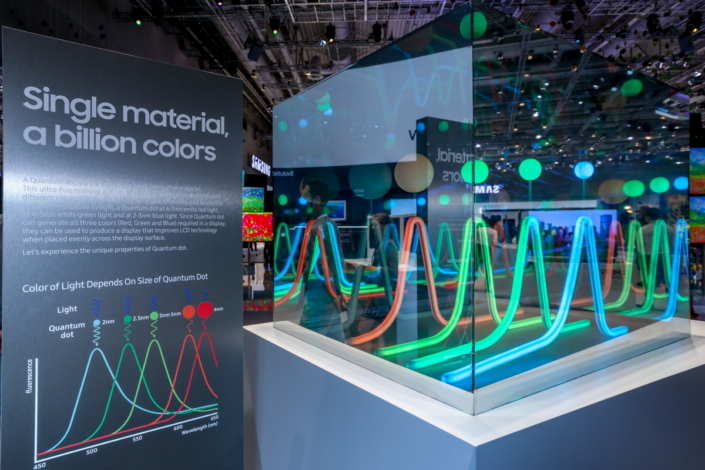The SUHD TVs' nano-sized Quantum Dots expand their range of expressible colors, allowing them to create one billion unique hues, compared to the 16 million of conventional TVs.