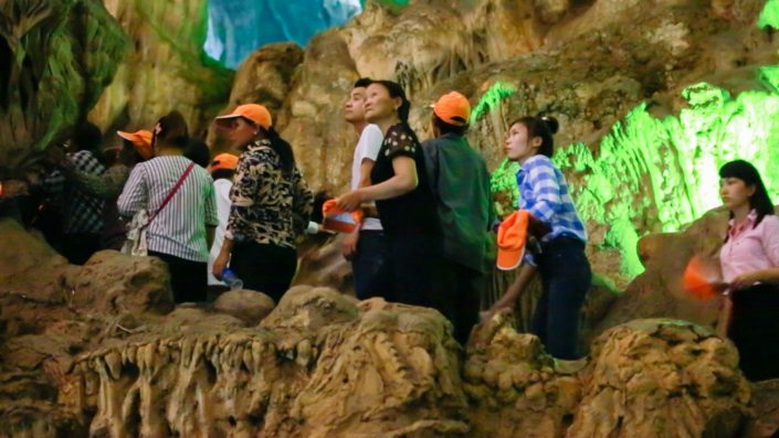 Samsung Electronics Vietnam employees and their families enjoy an afternoon of spelunking in a Ha Long cave.