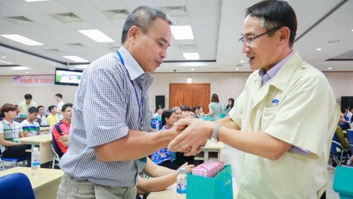 Mr. Cho greets the father of an employee.