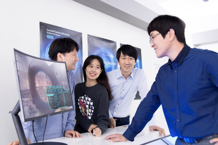 ▲ The main developers behind the CFG70 gaming monitor (from left): Senior Engineer Sung Duk Cho , Assistant Engineer Yoon Ah Kim, and Senior Engineers Hee Bok Song and Jung Woo Hong of Samsung Electronics' Video Display department.