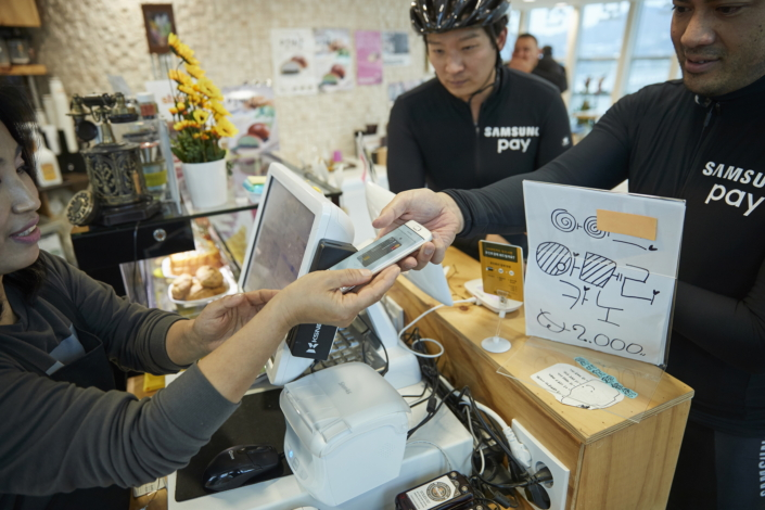 Derek Shimozawa uses Samsung Pay to order coffee at an observatory in Yeoju, Korea.