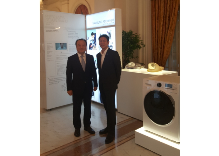 Yong Sung Jeon, CEO and President, Samsung Southeast Asia with Ken Ding (Head of Product Innovation Team) at the display zone featuring the winning product design.