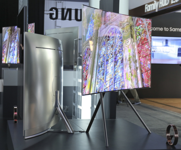 samsung tv qled. fusing a slim, sleek and premium metal body with nearly bezel-less display, samsung\u0027s qled tv sets tone of exceptional sophistication. samsung tv qled