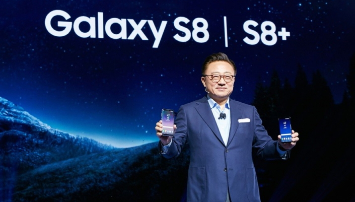 Google Pixel Versus Samsung Galaxy S8, Siapa Lebih Hebat?