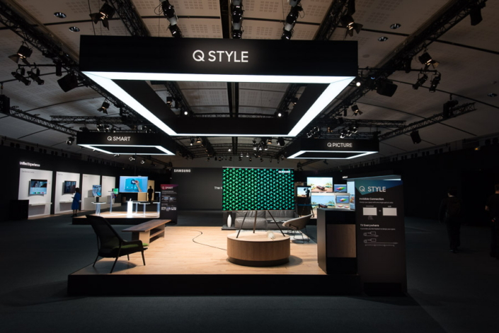 Exhibition Stand Ceiling : Photo samsung s qled tv experience zone at the global