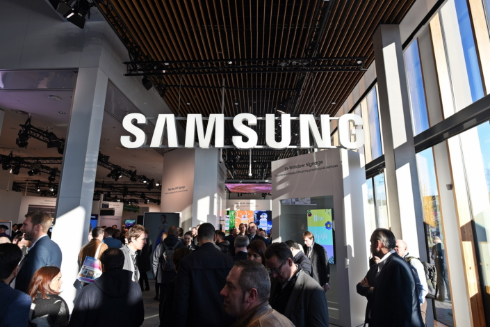 Samsung SMART Signage Solutions Set to Transform the Shopping