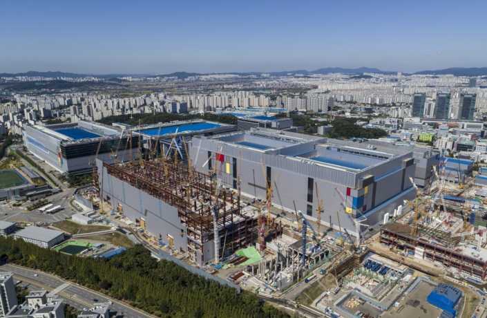 Samsung Electronics Starts Production of EUV-based 7nm LPP