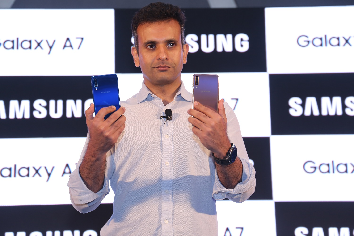 various colors 472cc f1c9b Samsung's First Triple Camera Smartphone Galaxy A7 Debuts in India ...