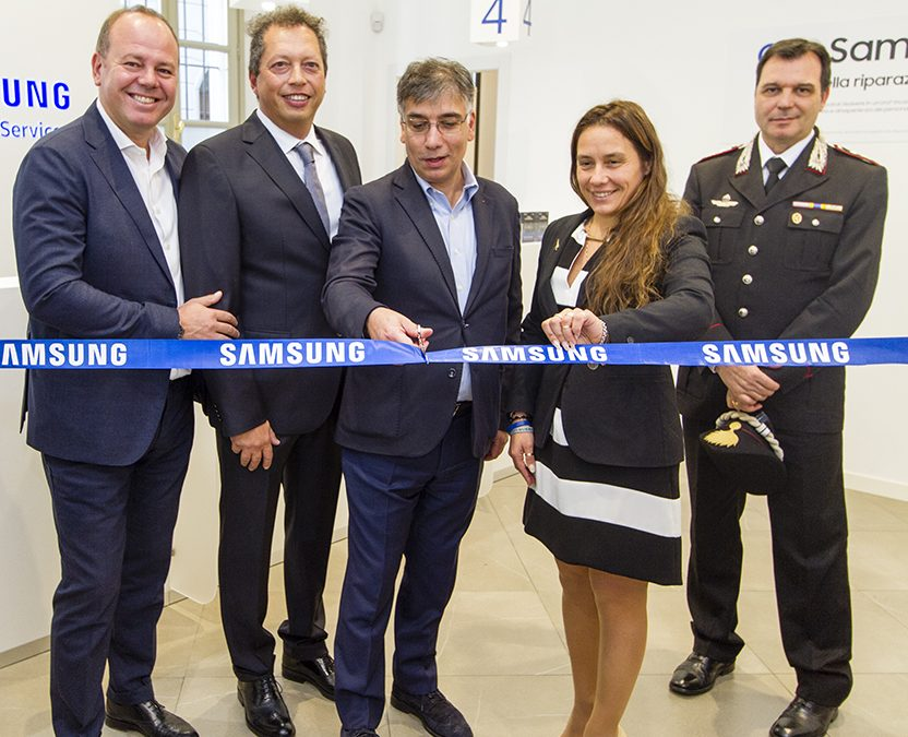 Assistenza Samsung Torino.Apre A Como Il Samsung Customer Service Samsung Newsroom
