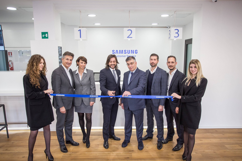Riparazione Samsung Torino.Apre A Torino Il Samsung Customer Service Samsung Newsroom