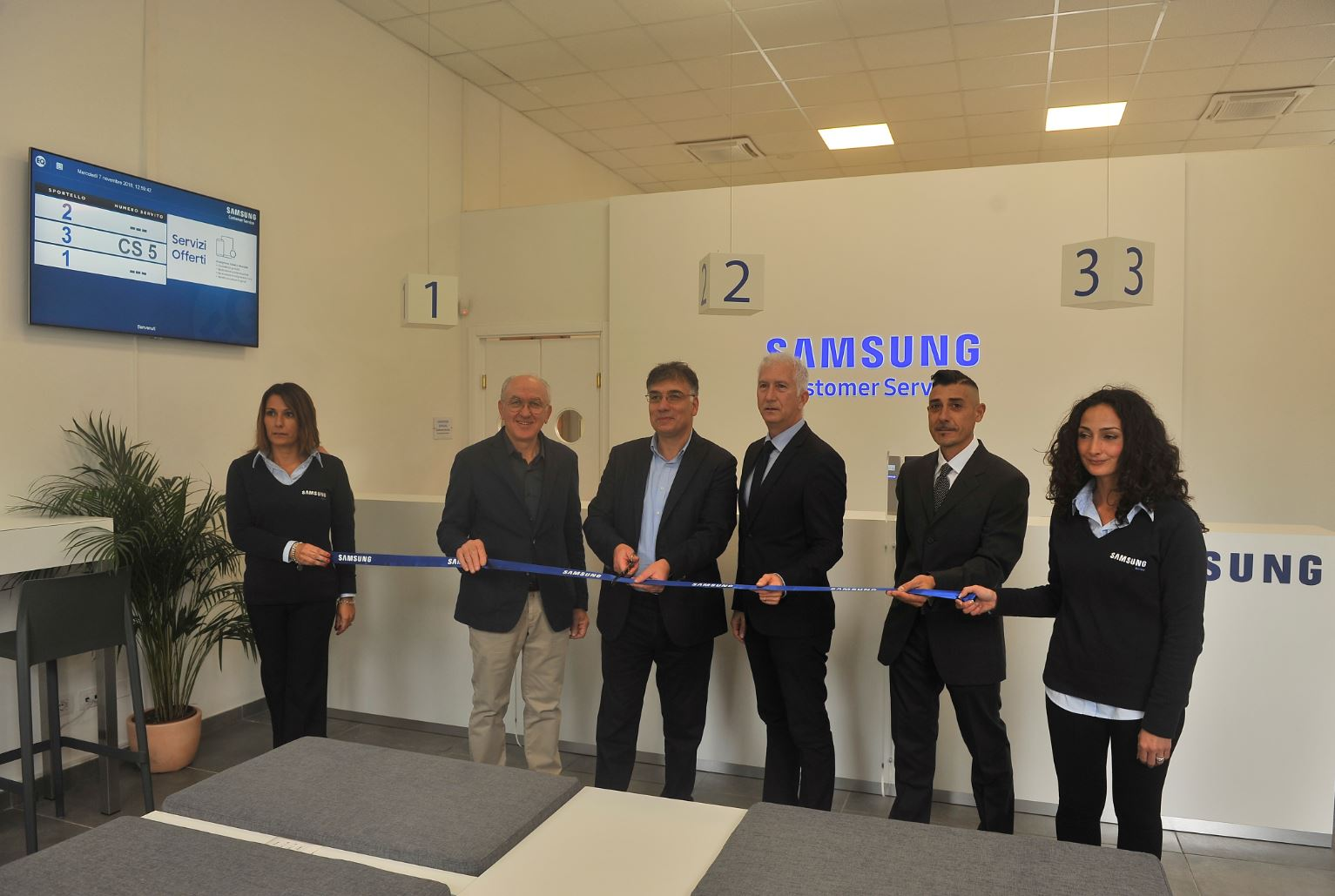 Centro Assistenza Samsung Pisa.Apre A Pisa Il Samsung Customer Service Samsung Newsroom