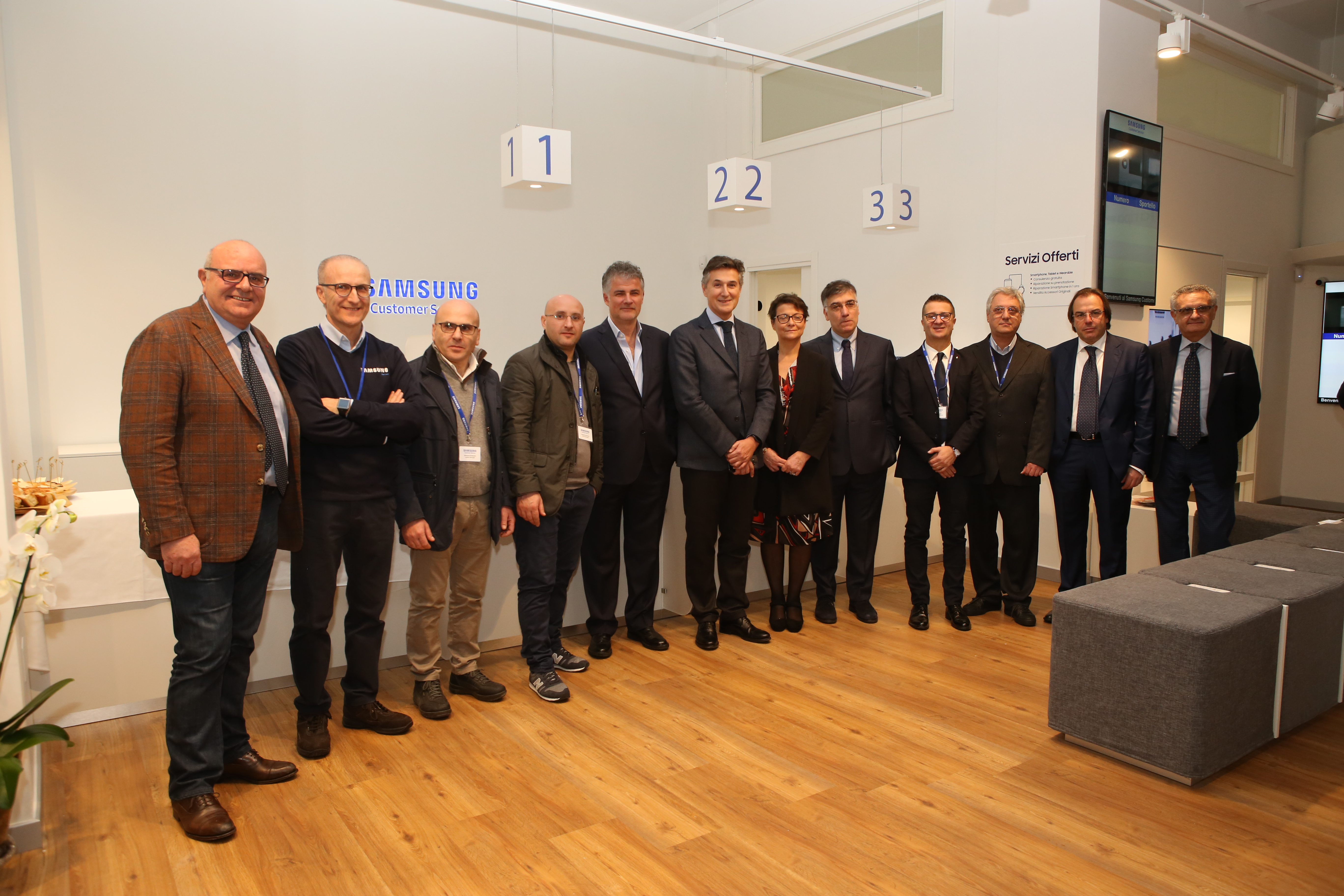 Assistenza Samsung Napoli Vomero.Apre A Napoli Il Samsung Customer Service Samsung Newsroom