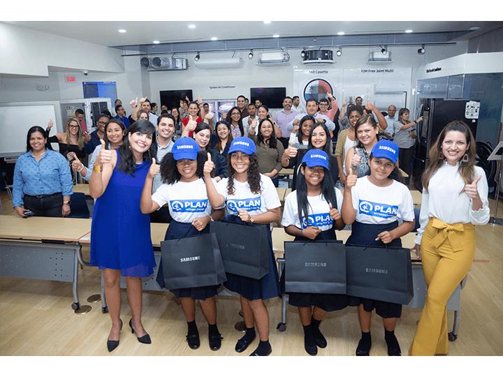 Niñas panameñas ocupan altos cargos en Samsung