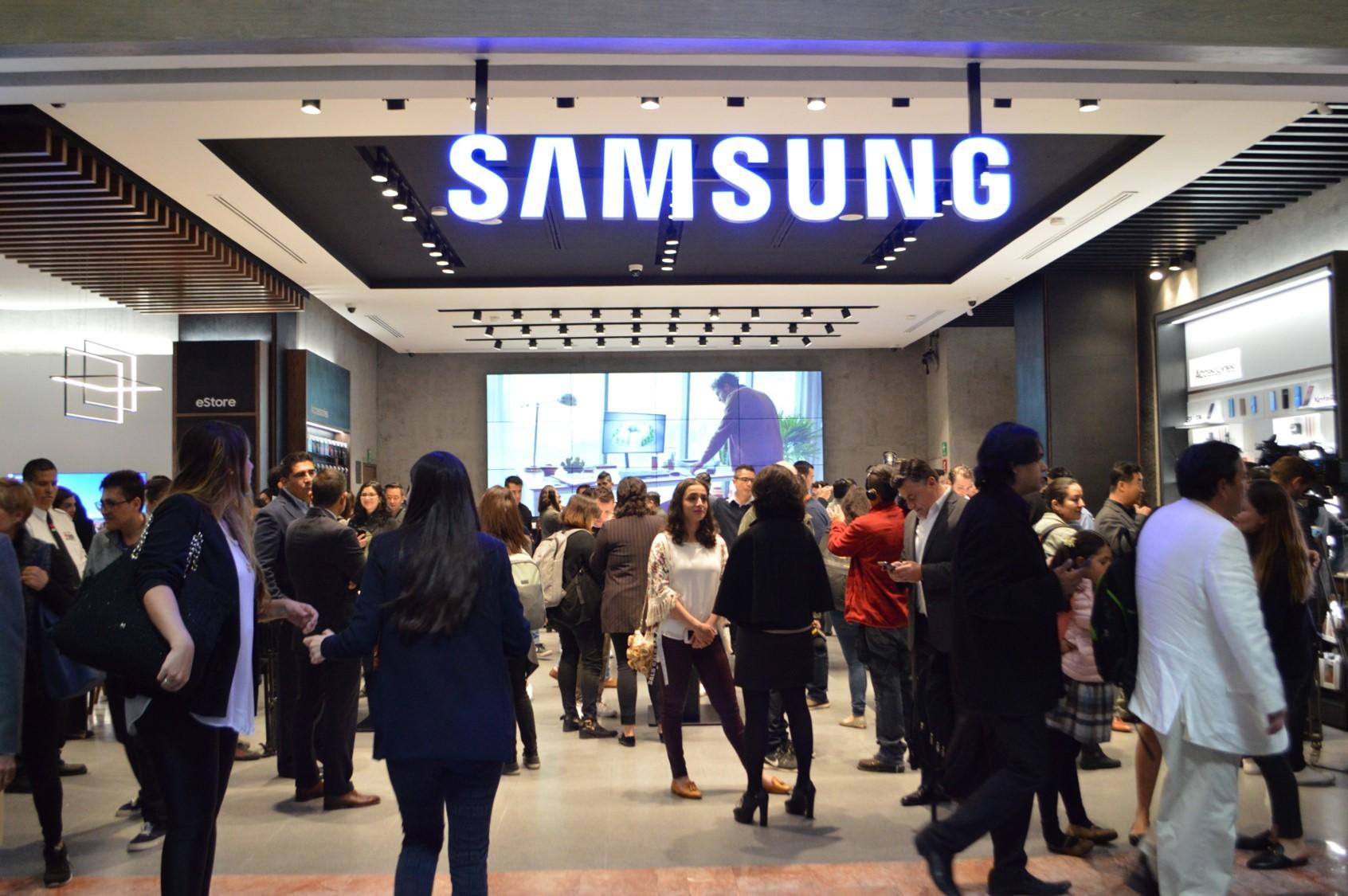 Samsung inaugura tienda exclusiva en México – Samsung Newsroom México 7cf8a314846