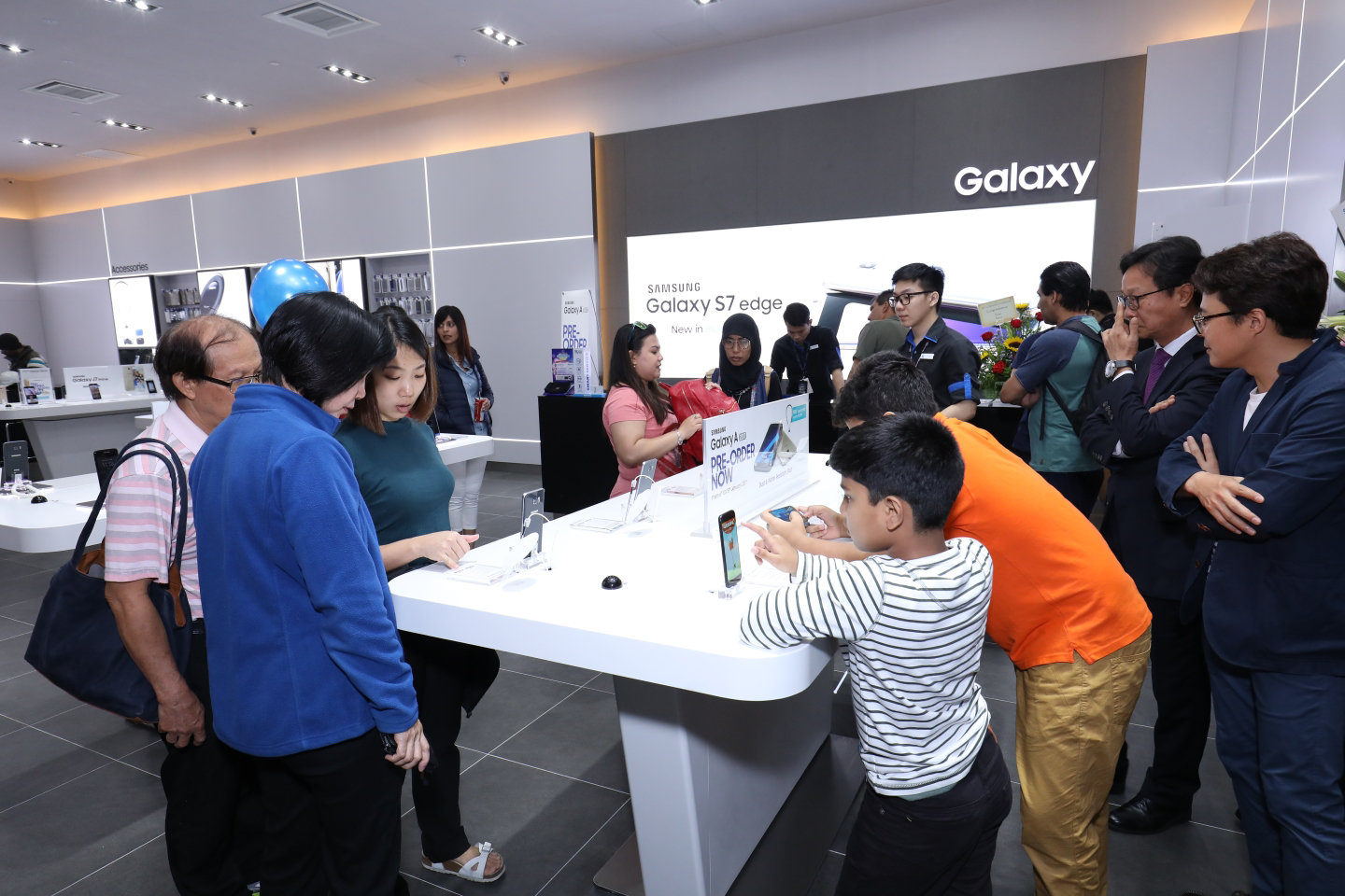 Menu. Galaxy S8 S8 plus QLED TV triple cooling curved uhd monitor Open Search Layer. Samsung Opens First Ever Experience Store in Genting
