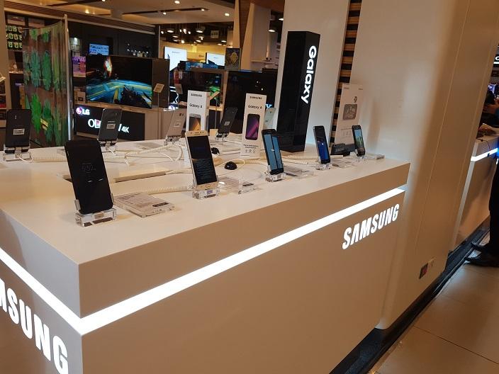 Samsung inicia la venta directa de celulares y accesorios en las principales tiendas del país – Samsung Newsroom Perú
