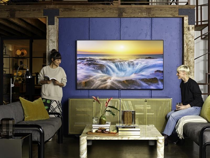 telewizor-samsung-q85-lifestyle