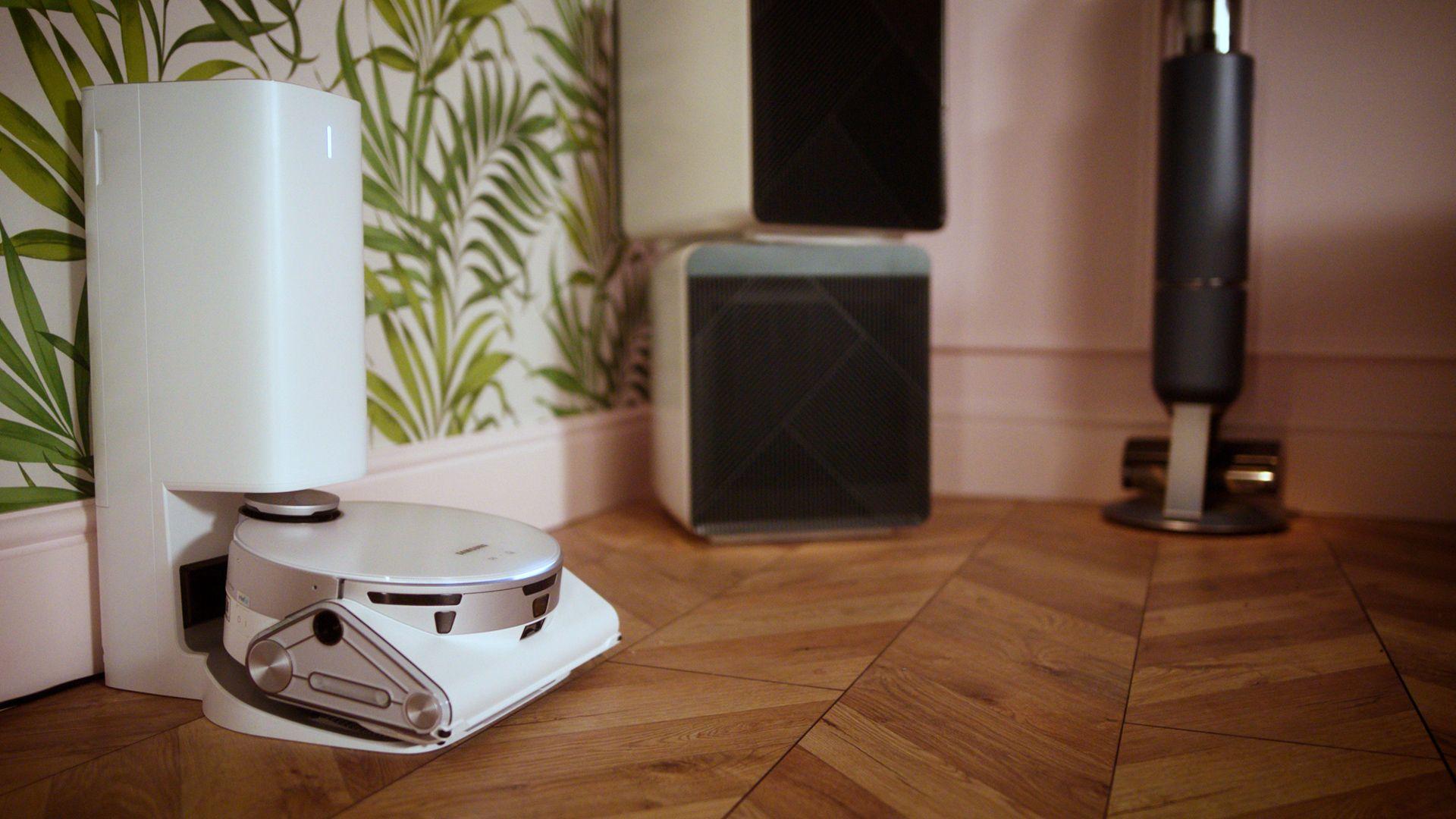 Living Room - Jet Bot AI+™ (1)