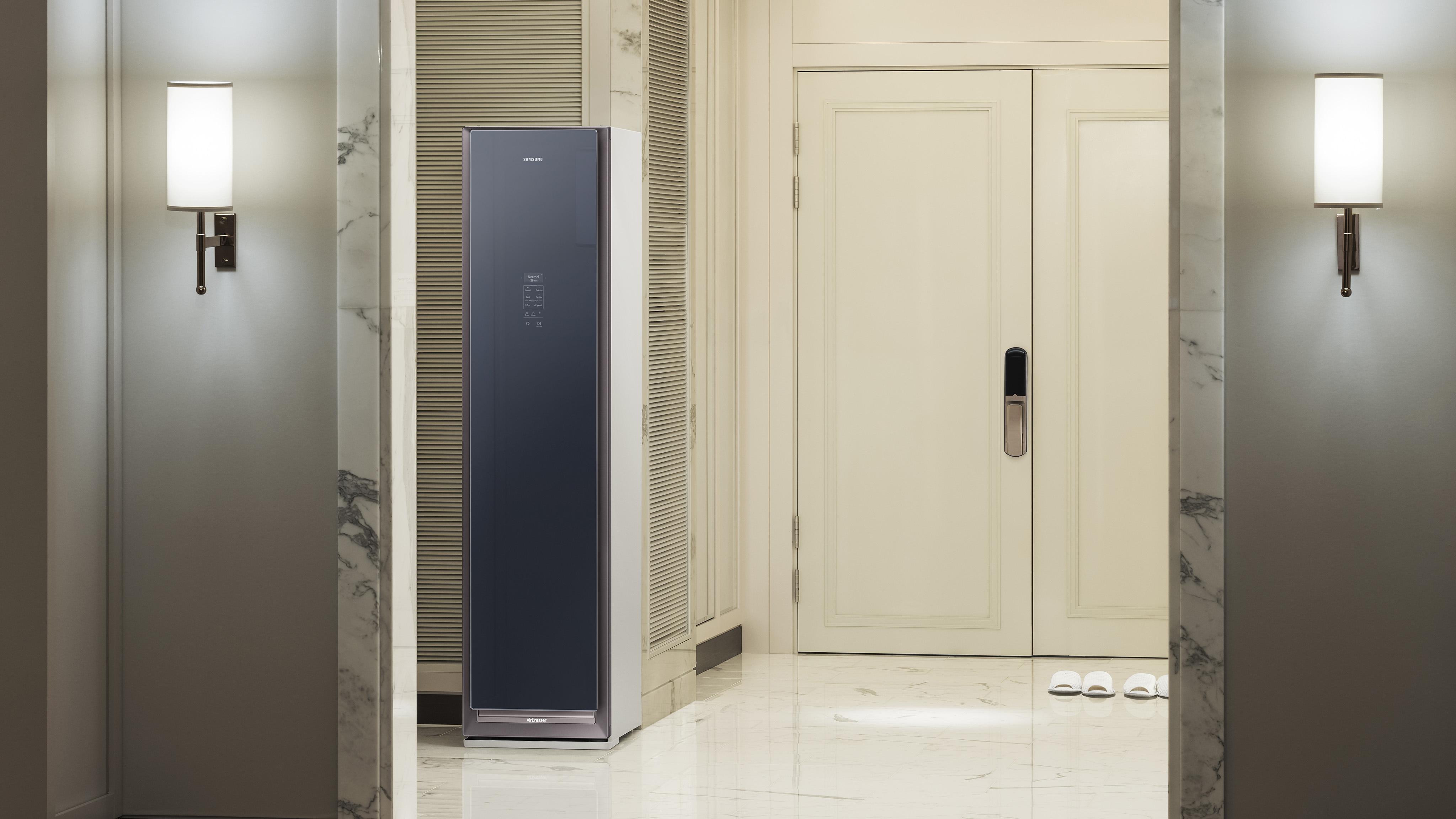 Samsung открывает предзаказ на паровой шкаф AirDresser
