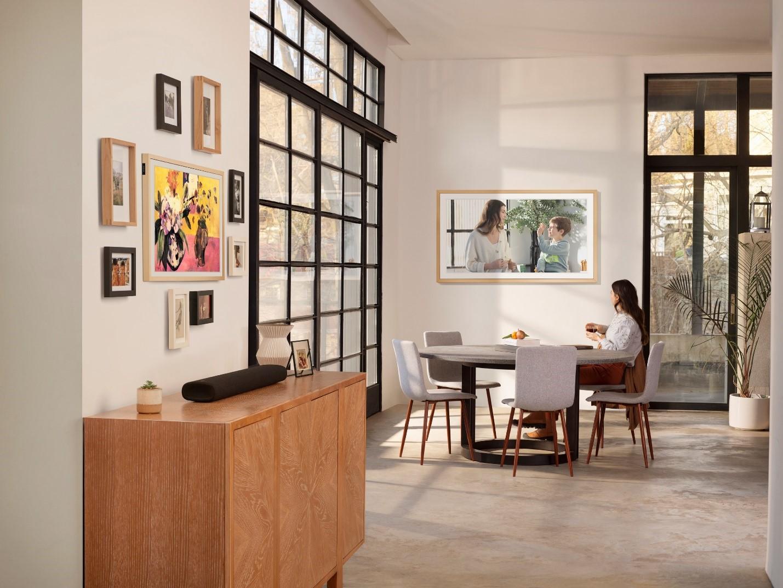 Samsung объявляет о старте продаж новых моделей интерьерных телевизоров  The Frame и The Serif