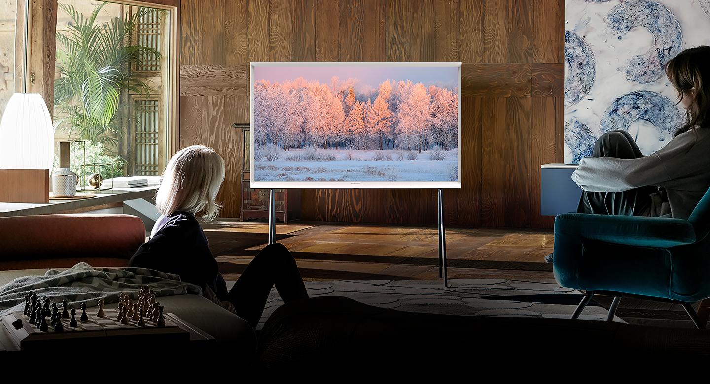 Россияне любят смотреть ТВ «за компанию»: телевизор становится центром семейных развлечений