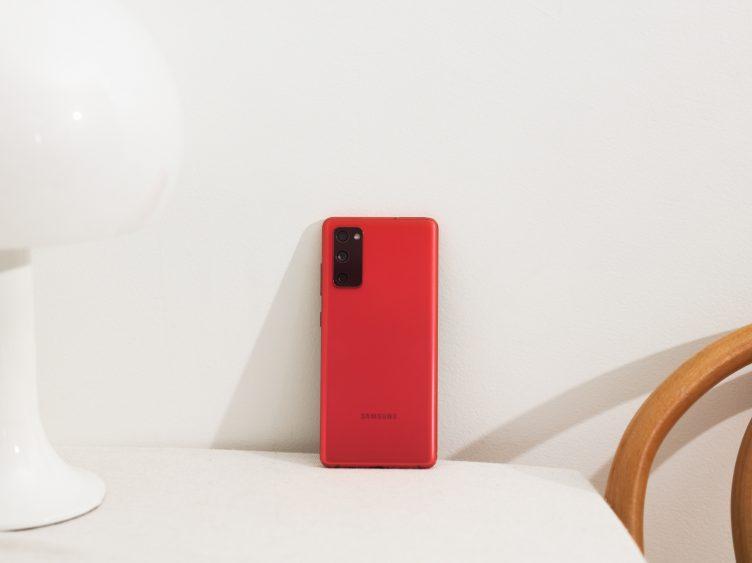 Samsung представляет Galaxy S20 FE