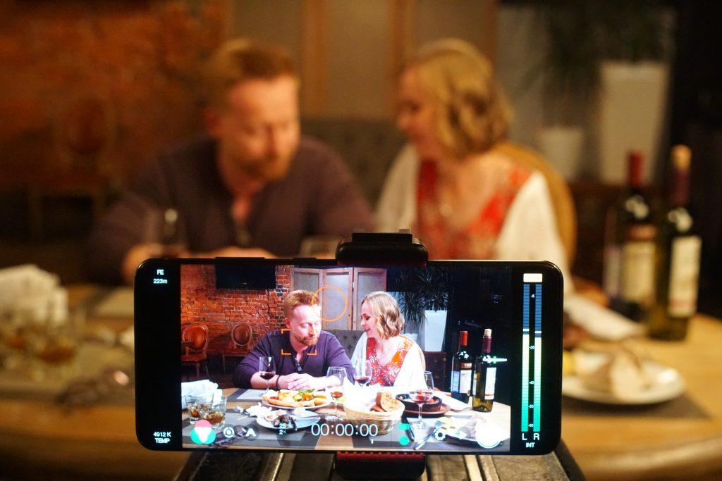 Снятый на Samsung Galaxy полнометражный фильм «Дважды два» вышел в российский прокат