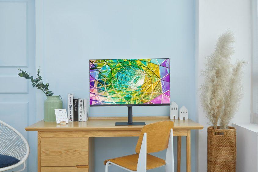 Samsung анонсировала новую линейку мониторов с высоким разрешением и возможностью поворота экрана